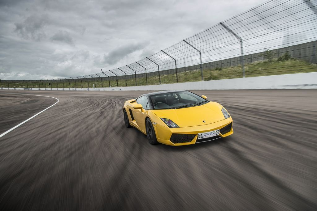 one-car-drive-supercar-driving-experience-package